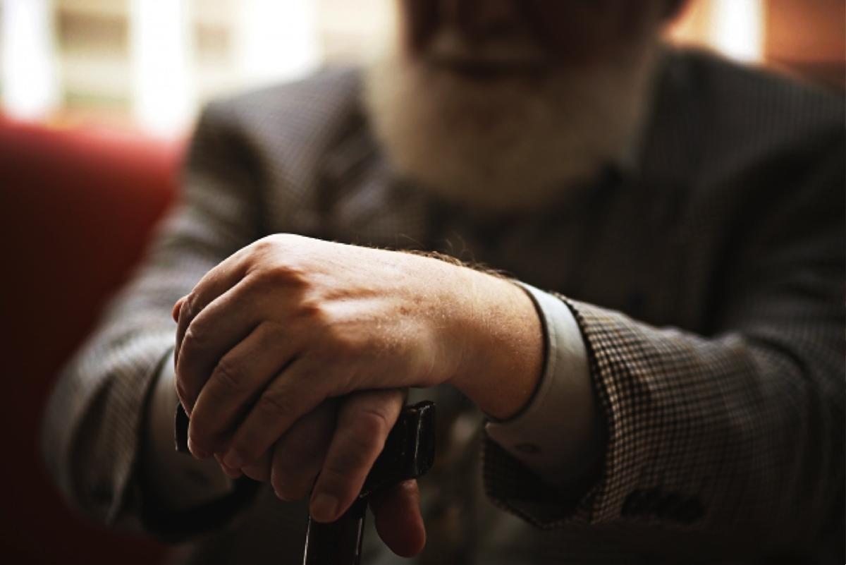 介護における高齢者への虐待の原因と有効な対策