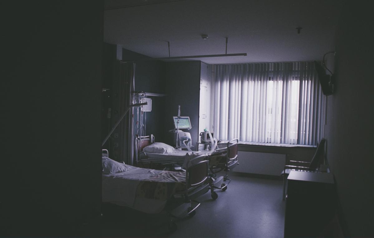 高齢の家族の退院後に施設入居を勧めるか在宅復帰を促すかの選択